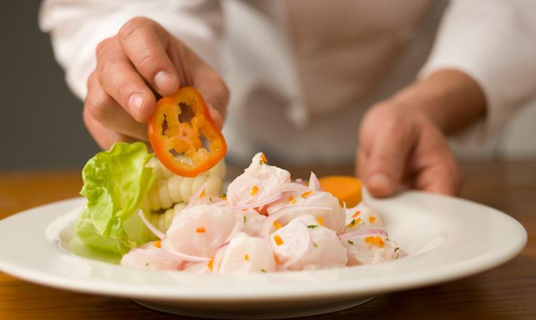El ceviche es el plato más popular de la gastronomía peruana
