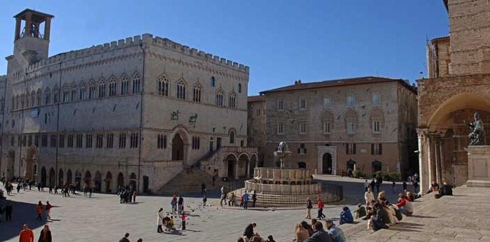 Vista de la Plaza 4 de noviembre con las escaleras de la catedral, la Fuente Mayor y el Palacio de los Priores (© Ayuntamiento de Perugia)