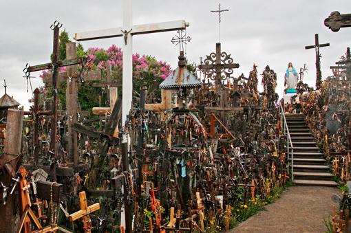 Colina de las Cruces, en Lituania