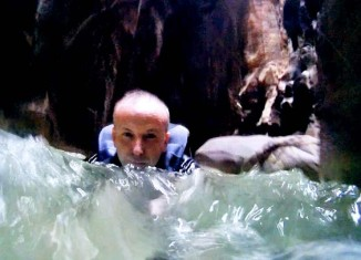 Juan Coma nadando en Wadi Mujib