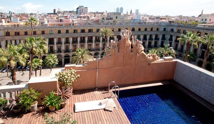 El Hotel DO: Plaça Reial cuenta con la única azotea abierta al público en la Plaza Real de Barcelona y con unas de las mejores vistas del Barrio Gótico y Ciutat Vella