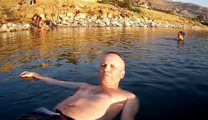 """Haciéndome un """"selfie"""" en el Mar Muerto"""