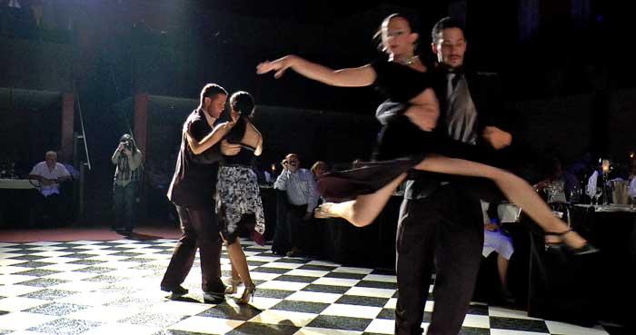 Espectáculo de Tango en el Milongón, sala de fiestas de Montevideo