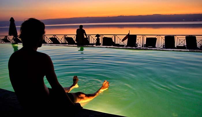 En el Mar Muerto hay numerosos resorts para pasar allí unos días de descanso