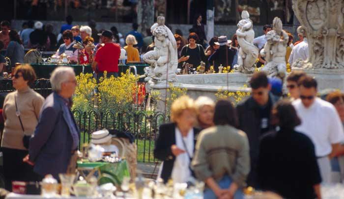 Feria de Antigüedades Plaza Matriz © Aguaclara Ministerio de Turismo y Deporte de Uruguay