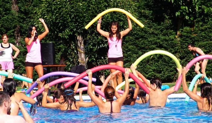 Aquagym en la piscina del Camping Bungalow Parque Serra de Prades