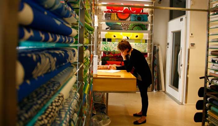 Interior tienda Marimekko, marca de textiles y ropa finlandesa por excelencia