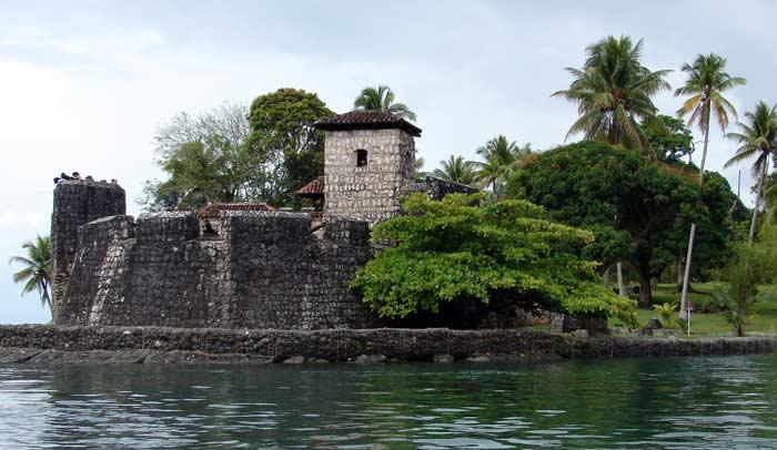 Castillo de San Felipe de Lara, en el lago Izabal