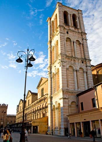 Campanario de la Catedral de Ferrara