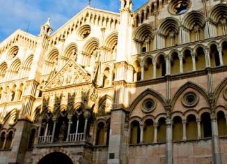 Fachada de la catedral de Ferrara