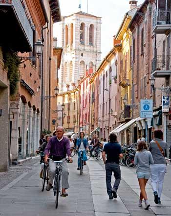 Via Mazzini, una de las principales de Ferrara