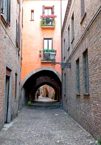 Via delle Volte, uno de los lugares más emblemáticos de Ferrara