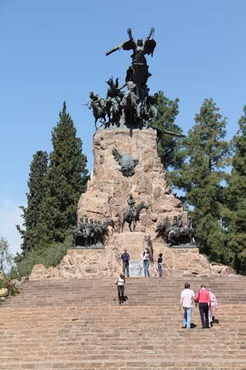 Cerro de la gloria, el monumento más emblemático de Mendoza
