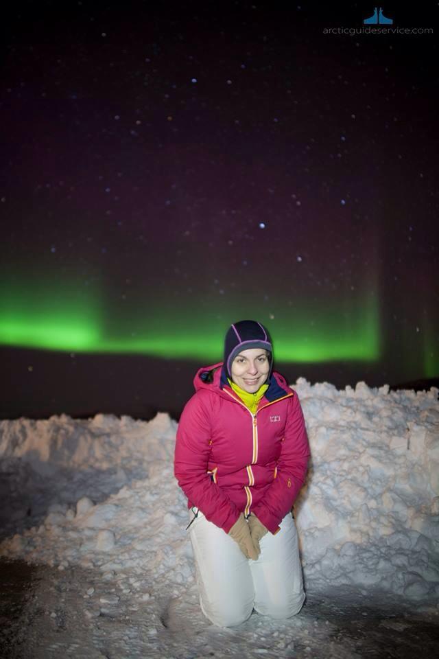 Parece un fotomontaje pero realmente soy yo y una estupenda aurora boreal. Foto Artic Guide Service.