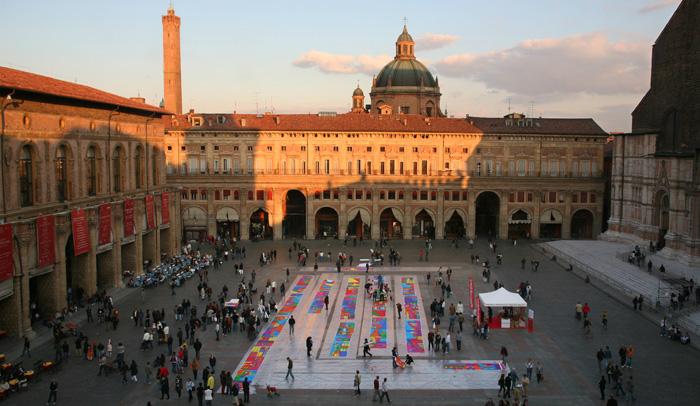 Plaza Mayor de Bolonia durante la Feria Artelibro