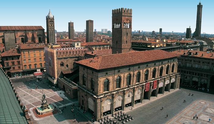 Vista aérea del Palacio Podestà y del Palacio del Rey Enzo