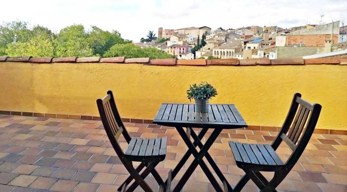 Vistas de Falset desde la terraza de la suite Mansarda del Hostal Sport