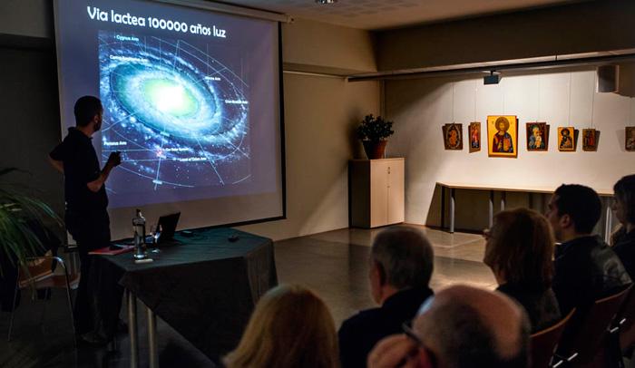 Charla sobre astronomía en la Hospedería de Poblet. Foto: Sternalia/Anna Bosch