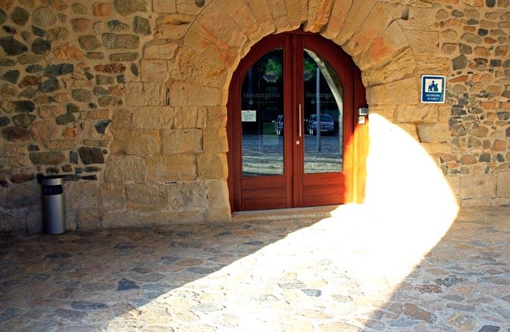 Entrada a la Hospedería del Monasterio de Poblet