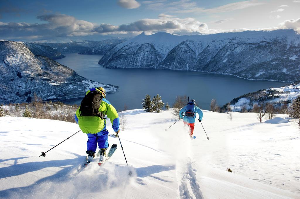 Ski & Sail en Noruega. Foto Sverre Hjørnevik. Fjord Norway