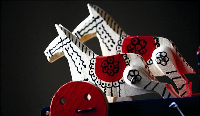 Los colores más usados en la fabricación de estos juguetes artesanales croatas son el rojo, el blanco y el amarillo.