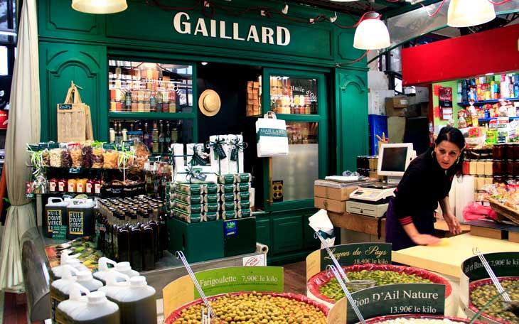 Parada de aceitunas en el Mercado de Narbona. Las aceitunas Lucques son las más típicas de la región.