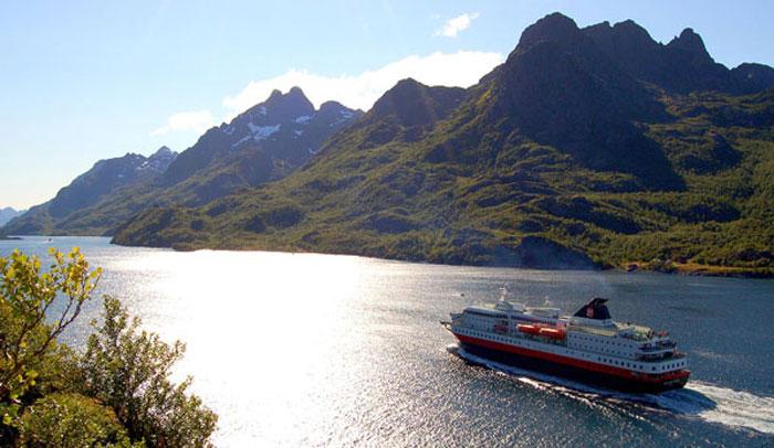 Hurtigruten habla en español