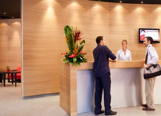 Recepción Hotel Ibis Plaza Glòries 22@