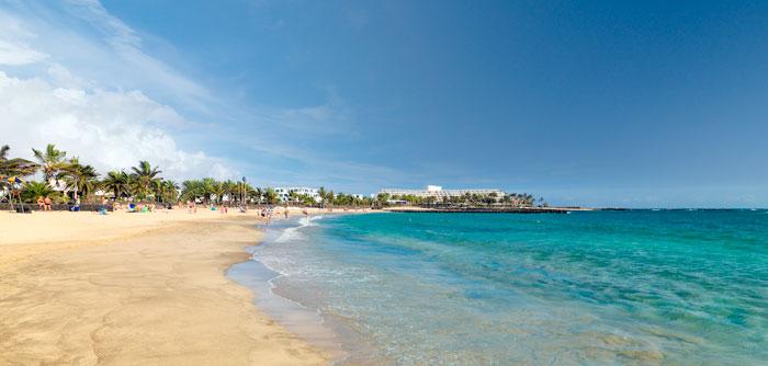 Playa de Lanzarote, la isla más oriental de las Canarias