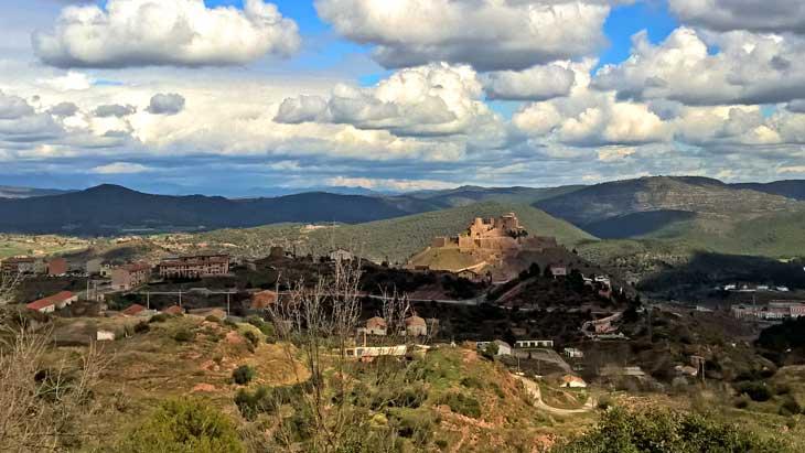 Vistas del Castillo de Cardona desde el Vilar Rural de Cardona