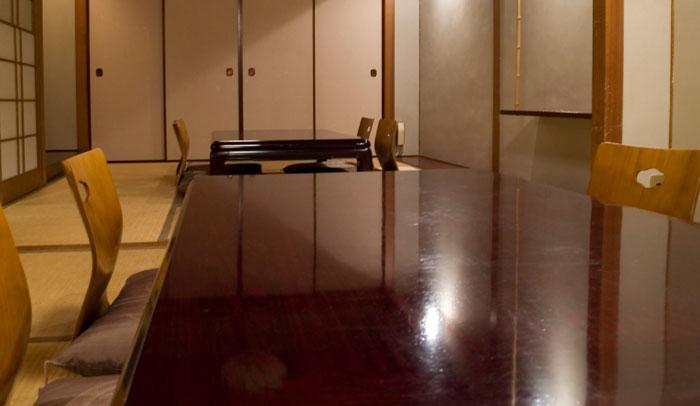 Uno de los kotatsus, las típicas habitaciones japonesas con una mesa a ras de suelo