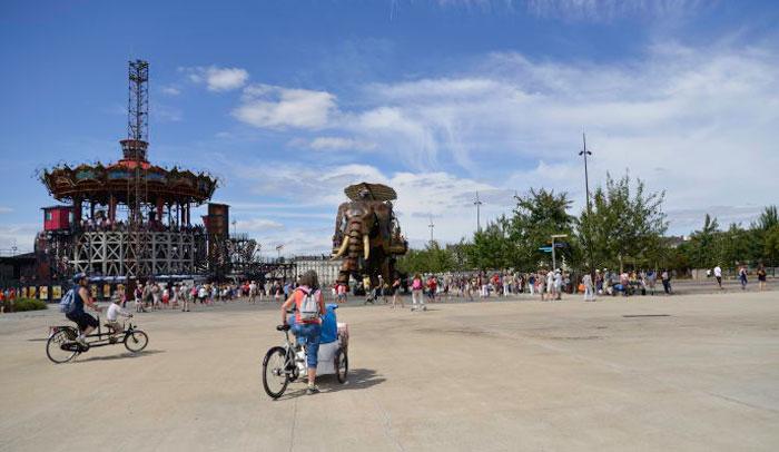 Isla de Nantes con el Carrusel de los Mundos Marinos y el Elefante.