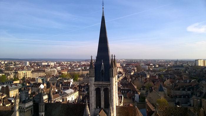 Campanario de la iglesia de Notre Dame de Dijon