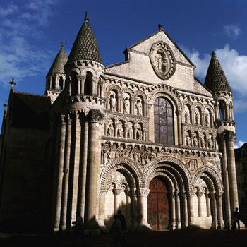 Fachada románica de Notre Dame La Grande
