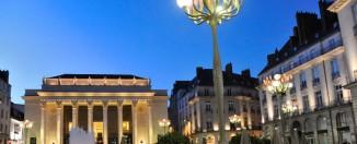 Plaza Graslin y, al fondo, el edificio de la ópera