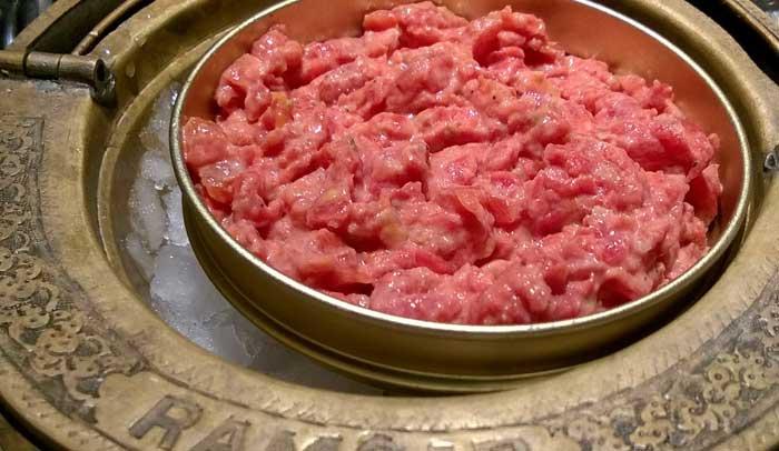 Tartar de hígado de cazón y tomate.