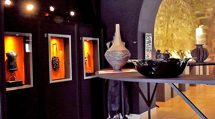 Exposición Negro como el basalto
