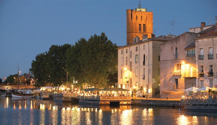 Vista del muelle fluvial y de la Catedral de Saint-Étienne. ©JC Meauxsoone.