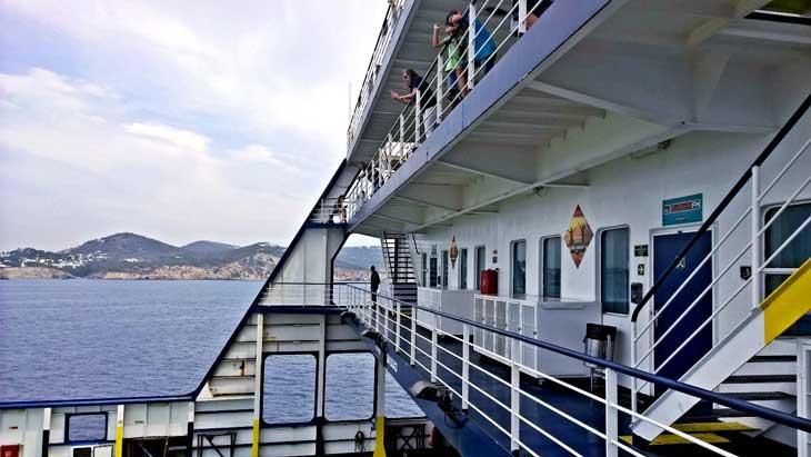Detalle ferry Nápoles
