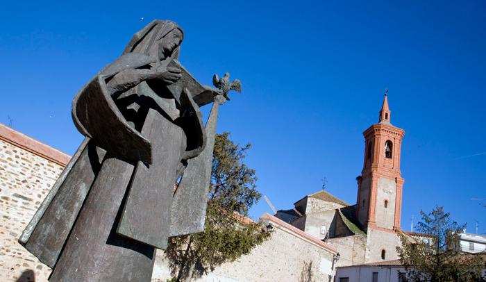 En Alba de Tormes está enterrada Santa Teresa de Jesús