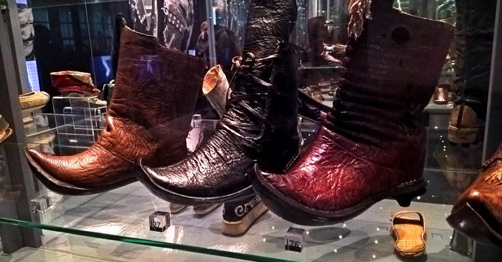 Exposición de zapatos del Museo del Sureste de Moravia