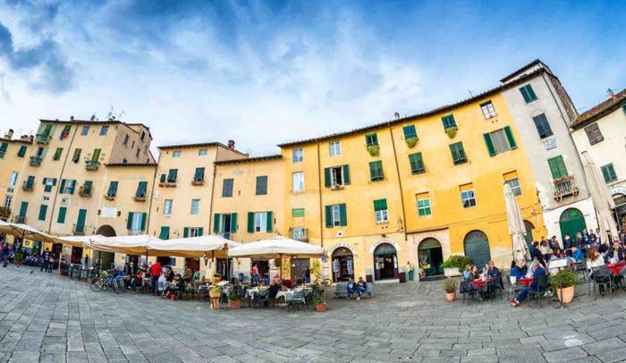 Plaza del Anfiteatro de Lucca
