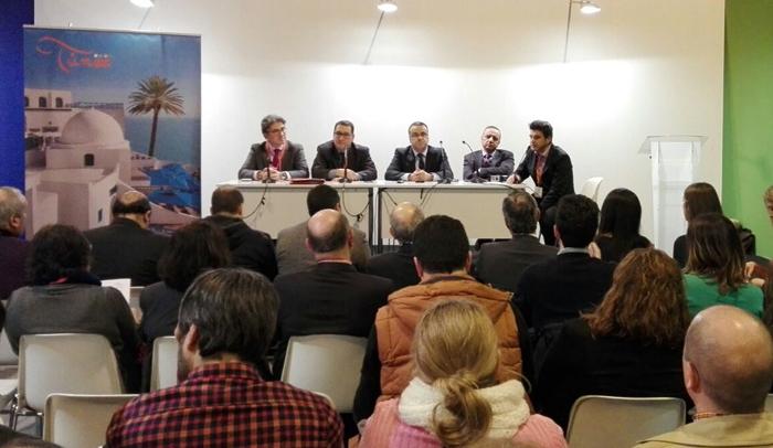 De izquierda a derecha: Mohamed Ali Toumi, presidente de la Federación Tunecina de Agentes de Viajes; Abdellatif Hamam, director general de la Oficina Nacional de Turismo de Túnez; Wacef Chiha, embajador de Túnez; y Jalel Henchiri, presidente de la Federación Tunecina de Hostelería (FTH).