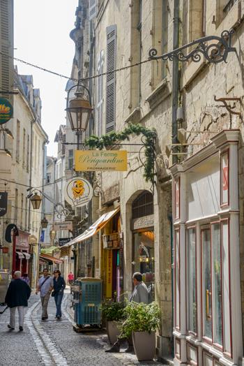 Paseo por las calles de Périgueux © Alban Gilbert