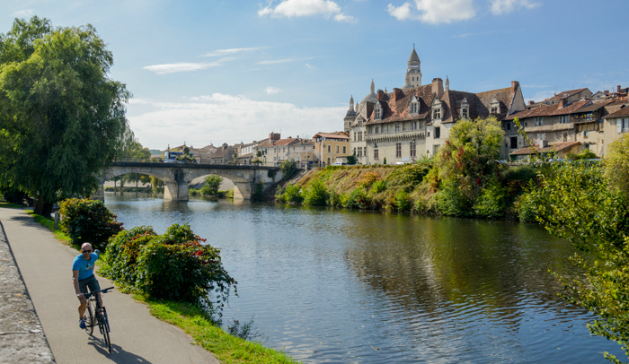 Vista panorámica de Périgueux y la catedral Saint Front © Alban Gilbert