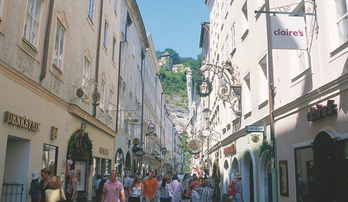 Getreidgasse es una de las calles principales de Salzburgo