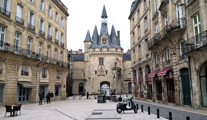 Puerta Cailhau, que formaba parte de la muralla de Burdeos