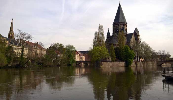 Los ríos Seille y Moselle atraviesan la ciudad de Metz