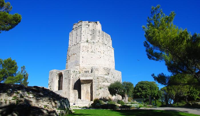 Torre Magna. Oficina de Turismo de Nimes.