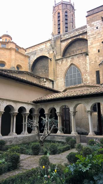 Claustro de la catedral de Saint Sauveur
